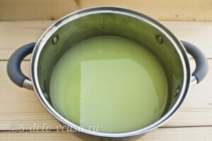 Тонкие ажурные блины на сыворотке: фото к шагу 1.