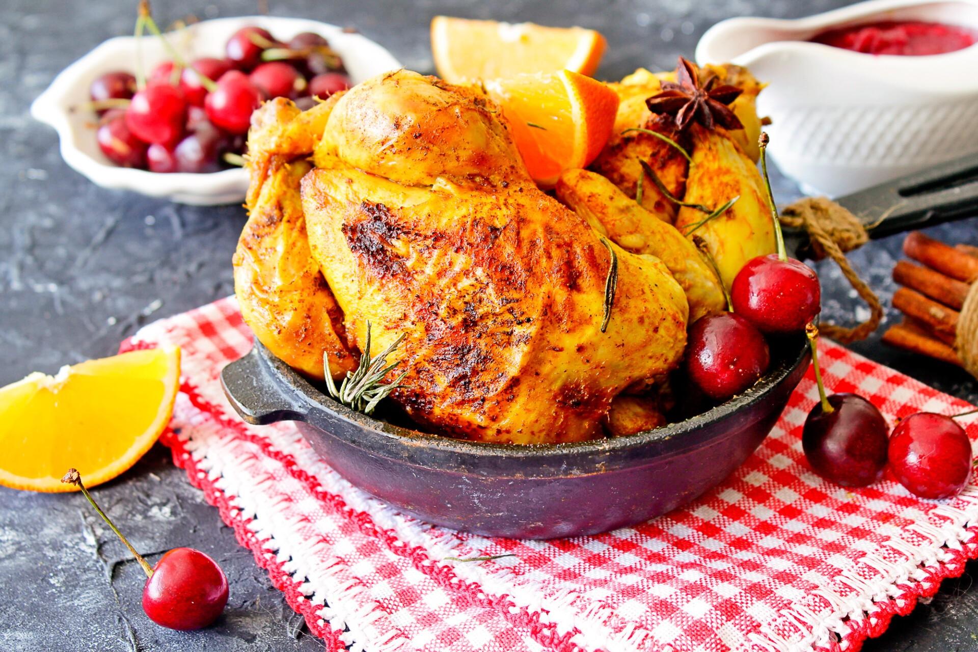 Цыпленок запеченный в апельсинах с вишневым соусом