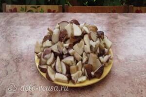 Жульен из белых грибов со сметаной: фото к шагу 1.