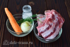 Наваристый бульон из свиных ребрышек: Ингредиенты