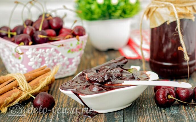 Вишневое варенье с корицей и какао
