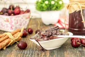 Вишневое варенье с корицей и какао: фото к шагу 8.