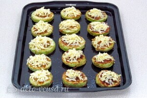 Кабачки-бублики с мясом и грибами: фото к шагу 12.