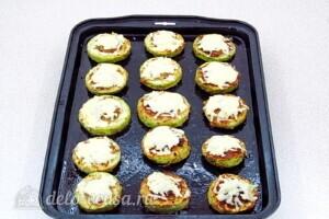Кабачки-бублики с мясом и грибами: фото к шагу 13.