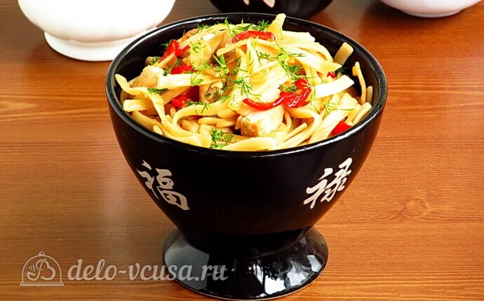 Лапша с курицей в китайском стиле