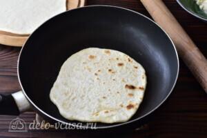 Лепешки Два ингредиента: фото к шагу 6.