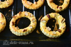 Песочные кольца с орехами: фото к шагу 7.