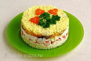 Крабовый салат-торт с рисом и грибами: фото к шагу 19.