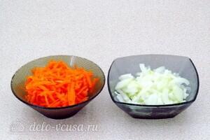 Крабовый салат-торт с рисом и грибами: фото к шагу 5.