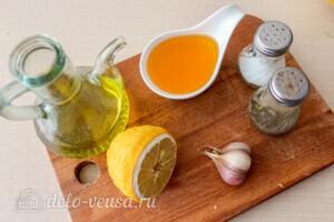 Салат из капусты с тунцом и кукурузой: фото к шагу 2.