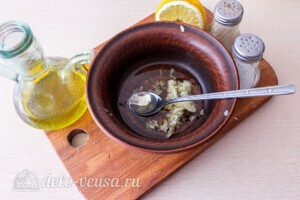Салат из капусты с тунцом и кукурузой: фото к шагу 3.