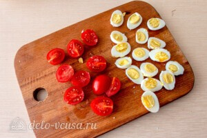 Салат из капусты с тунцом и кукурузой: фото к шагу 6.