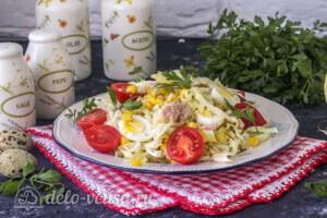 Салат из капусты с тунцом и кукурузой: фото к шагу 9.