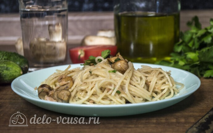 Спагетти с тунцом и грибами за 20 минут