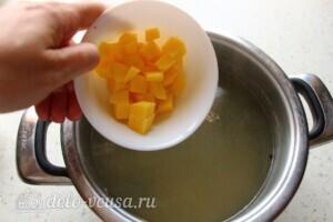 Наваристый рыбный суп с пшеничной крупой: фото к шагу 8.