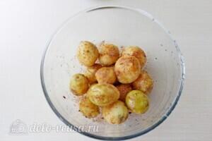 Голень индейки с картошкой в рукаве: фото к шагу 3.