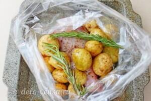 Голень индейки с картошкой в рукаве: фото к шагу 4.