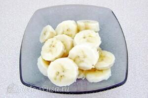 Йогуртовый смузи с персиком и бананом: фото к шагу 1.