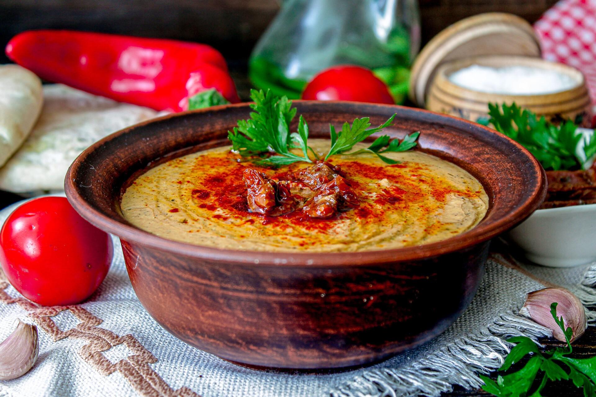 Хумус с вялеными томатами за 10 минут