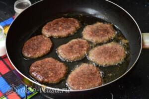 Сочные котлеты из говяжьей печени: фото к шагу 5.