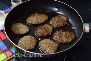 Сочные котлеты из говяжьей печени: фото к шагу 6.