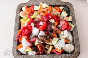 Летние овощи в духовке: фото к шагу 7.