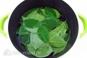 Ликер из черноплодной рябины с вишневыми листьями: фото к шагу 1.