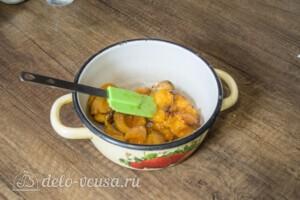 Муссовый торт с абрикосами: фото к шагу 10.