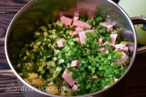 Окрошка на сыворотке с вареной колбасой: фото к шагу 4.