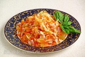 Витаминный салат с ветчиной: фото к шагу 10.