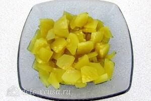 Витаминный салат с ветчиной: фото к шагу 6.