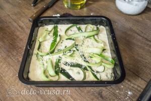 Заливной пирог с курицей и кабачками: фото к шагу 6.