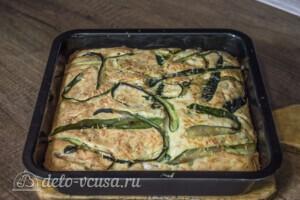 Заливной пирог с курицей и кабачками: фото к шагу 7.