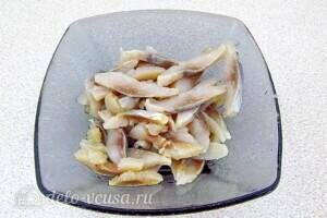 Рулет из лаваша с сельдью и картошкой: фото к шагу 6.