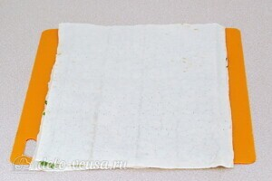 Рулет из лаваша с сельдью и картошкой: фото к шагу 8.