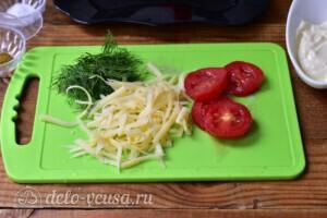 Скумбрия с помидорами и сыром в духовке: фото к шагу 3.
