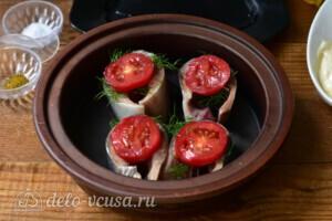 Скумбрия с помидорами и сыром в духовке: фото к шагу 5.