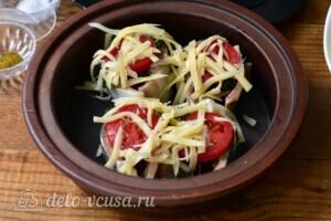 Скумбрия с помидорами и сыром в духовке: фото к шагу 6.