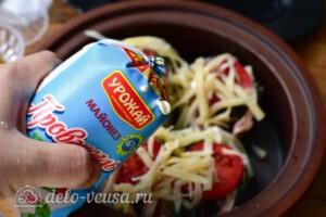 Скумбрия с помидорами и сыром в духовке: фото к шагу 7.