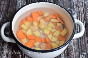 Суп с рыбными фрикадельками из минтая: фото к шагу 2.