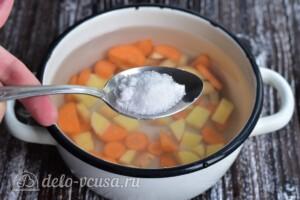 Суп с рыбными фрикадельками из минтая: фото к шагу 3.