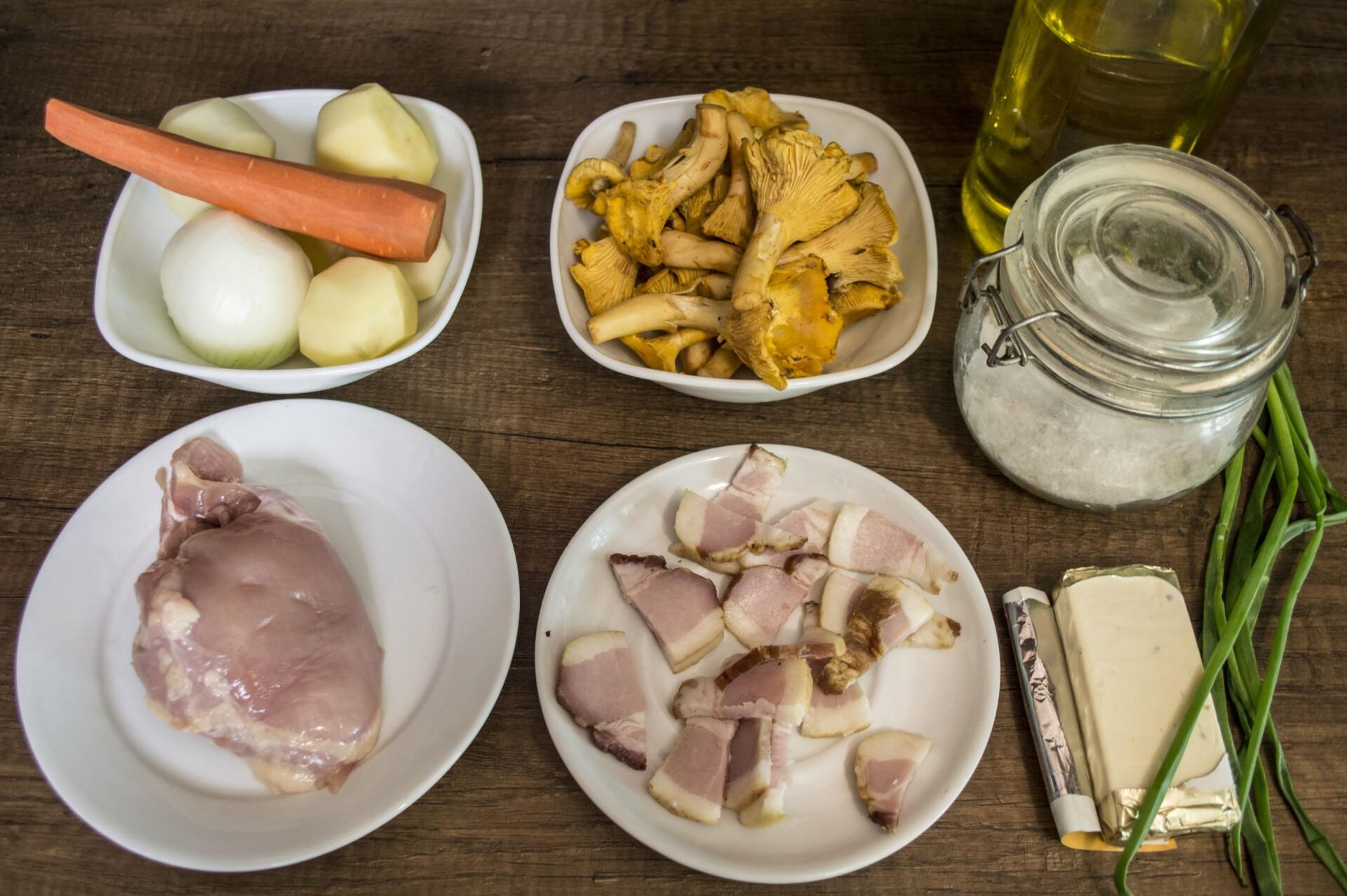 Сырный суп с лисичками и курицей: Ингредиенты