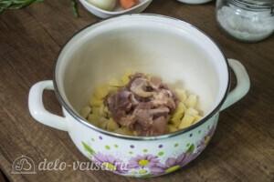 Сырный суп с лисичками и курицей: фото к шагу 1.