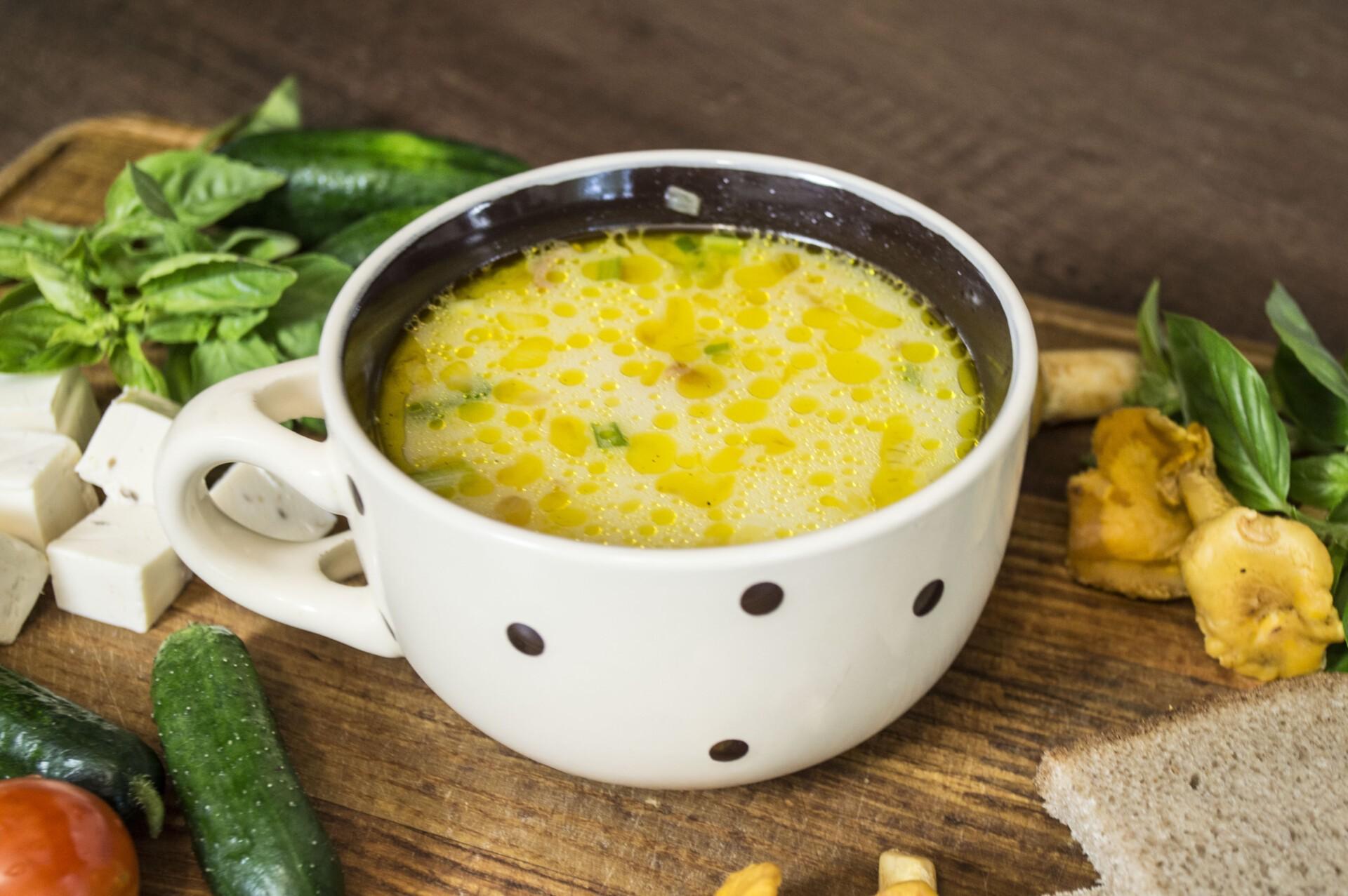 Сырный суп с лисичками и курицей