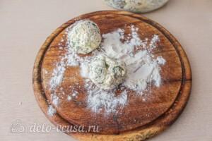 Сырники с сыром и зеленью: фото к шагу 7.