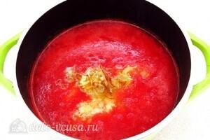 Томатно-луковый соус на зиму: фото к шагу 10.