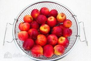 Варенье из райских яблок с хвостиками: фото к шагу 3.
