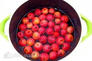 Варенье из райских яблок с хвостиками: фото к шагу 6.