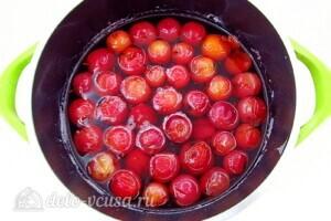 Варенье из райских яблок с хвостиками: фото к шагу 7.