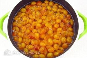 Варенье из жёлтой алычи с яблоками: фото к шагу 5.